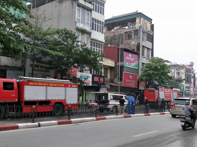 Cháy cửa hàng đồ dùng mẹ và bé trên phố Tôn Đức Thắng  - Ảnh 3.
