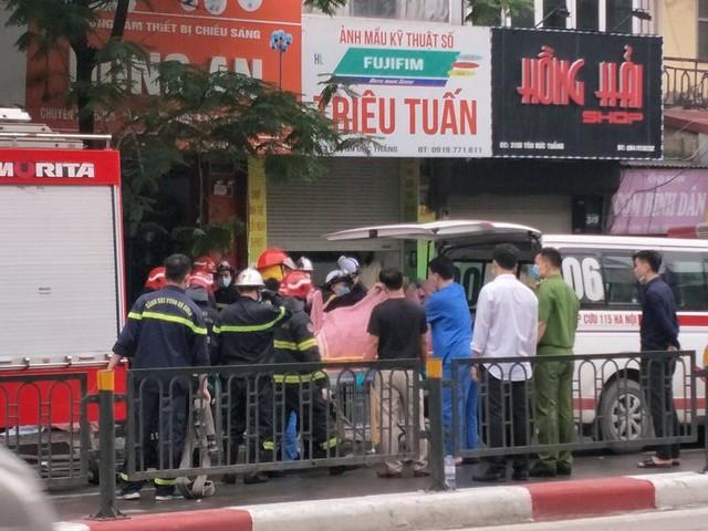 Cháy cửa hàng đồ dùng mẹ và bé trên phố Tôn Đức Thắng  - Ảnh 4.
