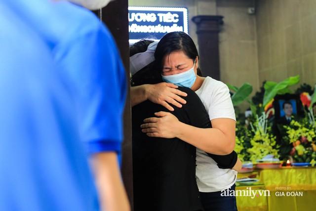 Vụ cháy nhà số 311 Tôn Đức Thắng: Đêm định mệnh của gia đình 4 người tìm lối thoát trong tuyệt vọng - Ảnh 4.