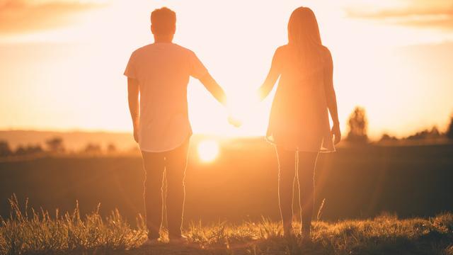 7 tư tưởng từ triết gia cá tính bậc nhất trong lịch sử có thể cứu rỗi mọi tổn thương trong bạn, kể cả đau khổ vì yêu: Vì sao không cần kết hôn cũng chẳng cần ly hôn?  - Ảnh 1.