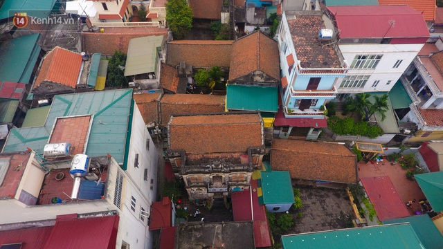 A close-up of a 100-year-old French villa of a once famous vermicelli village in Hanoi - Photo 2.