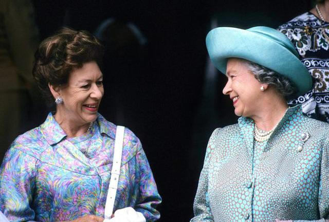 Nữ hoàng Anh nhân nhượng và bỏ qua cho Harry hết lần này đến lần khác dù bị cháu trai phản bội, hóa ra xuất phát từ một lý do đau lòng - Ảnh 1.
