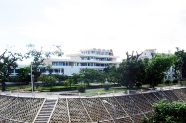 Ngôi trường có khuôn viên đẹp nhất Việt Nam, 4 mùa hoa nở, học phí siêu thấp mà sinh viên đi học ngày nào cũng ngỡ lạc vào resort - Ảnh 2.