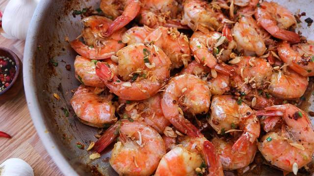Những sai lầm nguy hiểm khi ăn cơm tối mà rất nhiều người Việt mắc phải, vô tình khiến sức khỏe bị ăn mòn, đồng thời gây tăng cân và già nua - Ảnh 2.