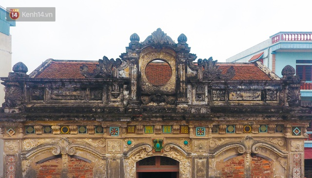 A close-up of a 100-year-old French villa of a once famous vermicelli village in Hanoi - Photo 11.