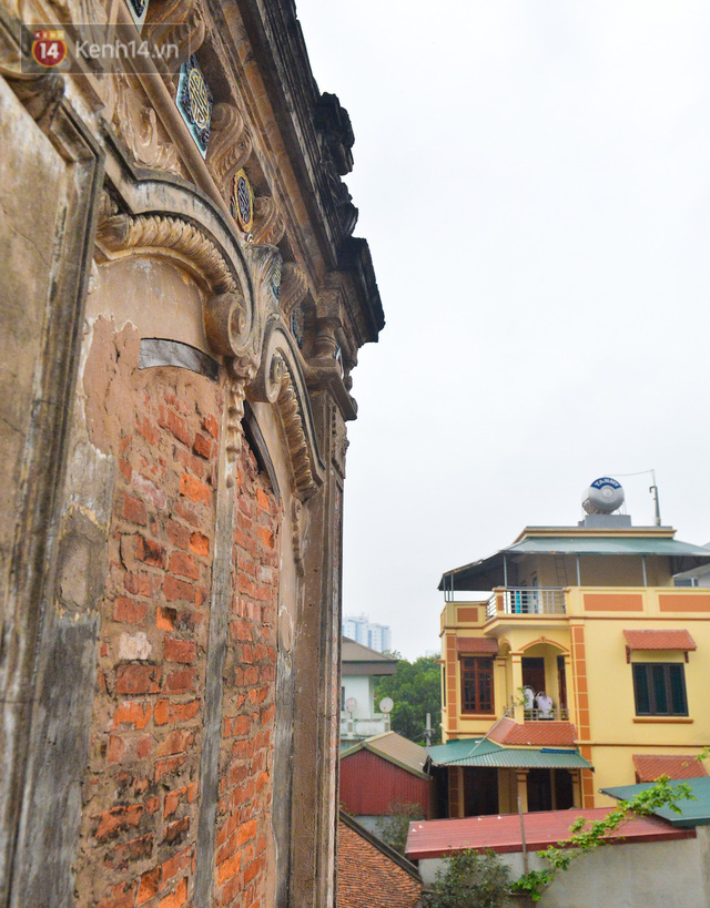 A close-up of a 100-year-old French villa of a once famous vermicelli village in Hanoi - Photo 17.