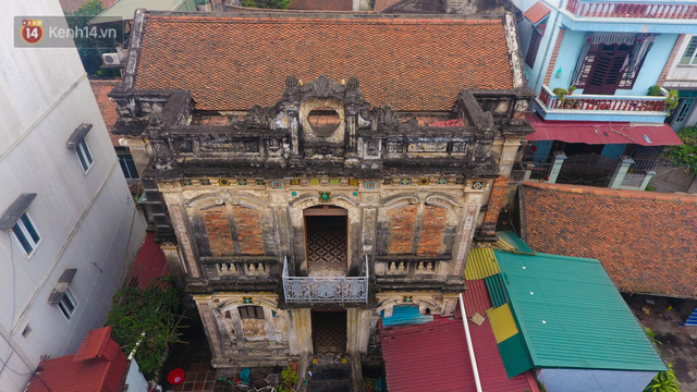 A close-up of a 100-year-old French villa of a once famous vermicelli village in Hanoi - Photo 3.