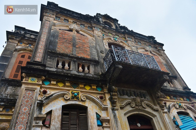 A close-up of a 100-year-old French villa of a once famous vermicelli village in Hanoi - Photo 21.
