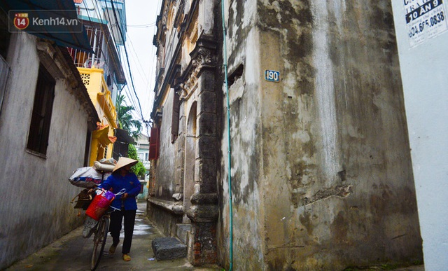A close-up of a 100-year-old French villa of a once famous vermicelli village in Hanoi - Photo 6.