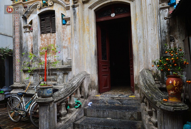 A close-up of a 100-year-old French villa of a once famous vermicelli village in Hanoi - Photo 7.