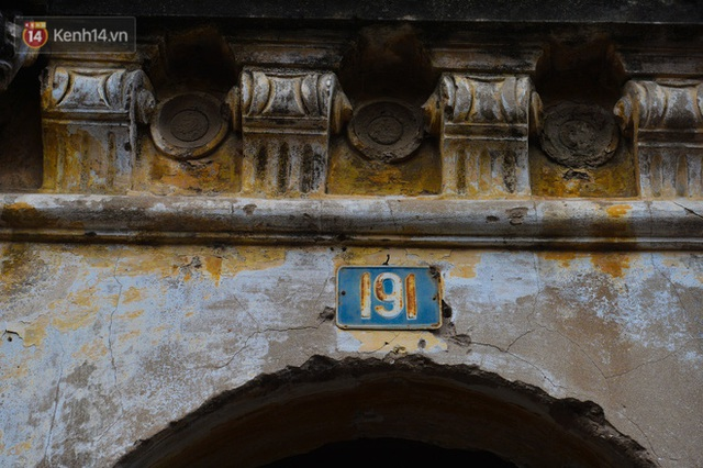 A close-up of a 100-year-old French villa of a once famous vermicelli village in Hanoi - Photo 9.