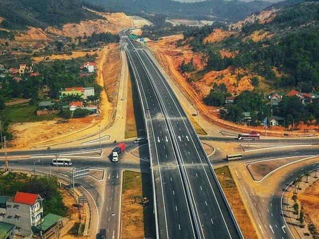 """Triển khai xây dựng sân bay, cao tốc, bất động sản Phan Thiết đang dần """"nóng"""" trở lại - Ảnh 1."""