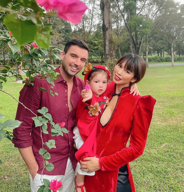 Sau 1 năm cho con đi học sớm, vợ chồng siêu mẫu Hà Anh hạnh phúc vì bé Myla bộc lộ nhiều tài năng, kiếm được tiền khi mới 3 tuổi nhờ page thời trang riêng - Ảnh 1.