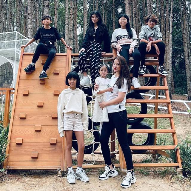 Hội Alpha Kid con nhà gia thế khủng showbiz Việt bé nào chân cũng dài miên man, tất cả là nhờ cha mẹ cho tập môn thể thao này - Ảnh 2.