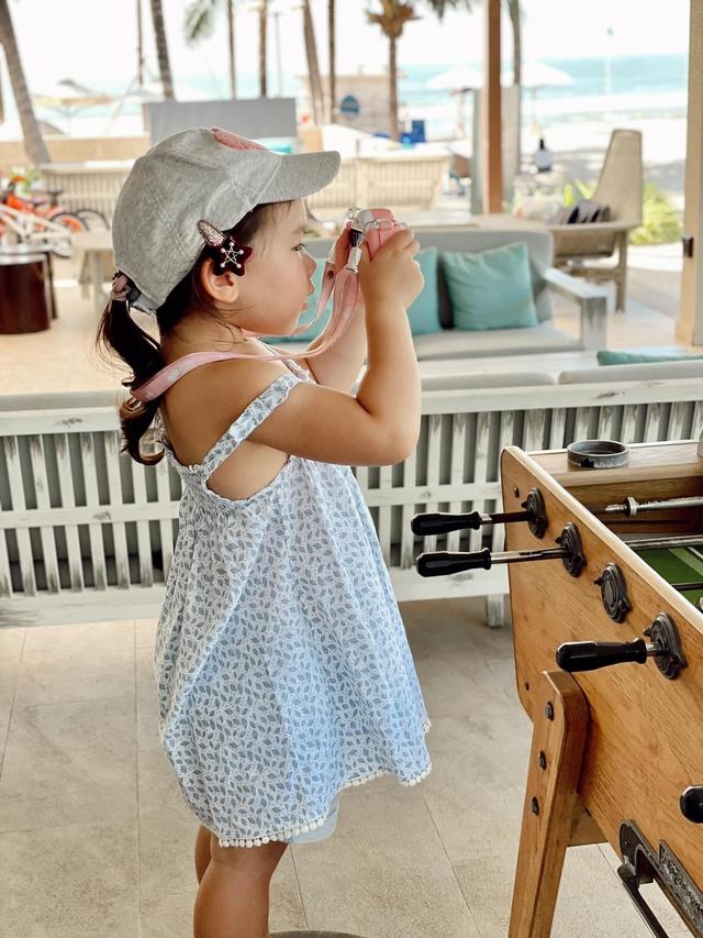 Sau 1 năm cho con đi học sớm, vợ chồng siêu mẫu Hà Anh hạnh phúc vì bé Myla bộc lộ nhiều tài năng, kiếm được tiền khi mới 3 tuổi nhờ page thời trang riêng - Ảnh 12.