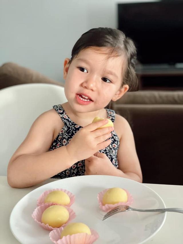 Sau 1 năm cho con đi học sớm, vợ chồng siêu mẫu Hà Anh hạnh phúc vì bé Myla bộc lộ nhiều tài năng, kiếm được tiền khi mới 3 tuổi nhờ page thời trang riêng - Ảnh 13.