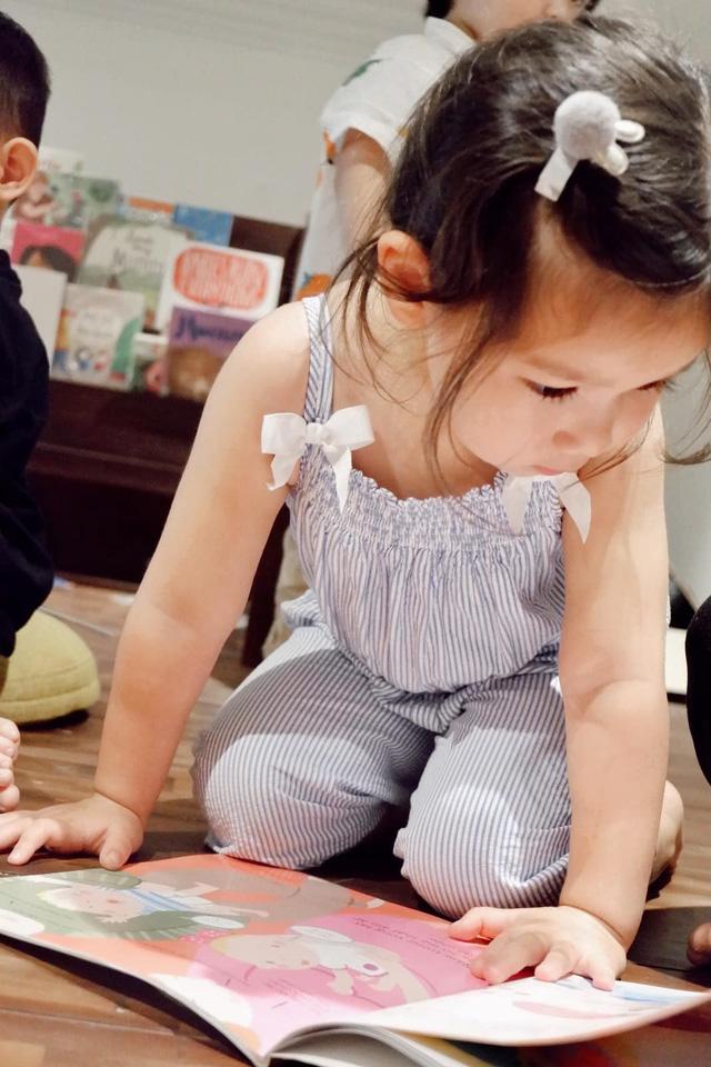 Sau 1 năm cho con đi học sớm, vợ chồng siêu mẫu Hà Anh hạnh phúc vì bé Myla bộc lộ nhiều tài năng, kiếm được tiền khi mới 3 tuổi nhờ page thời trang riêng - Ảnh 16.