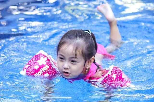 Hội Alpha Kid con nhà gia thế khủng showbiz Việt bé nào chân cũng dài miên man, tất cả là nhờ cha mẹ cho tập môn thể thao này - Ảnh 16.