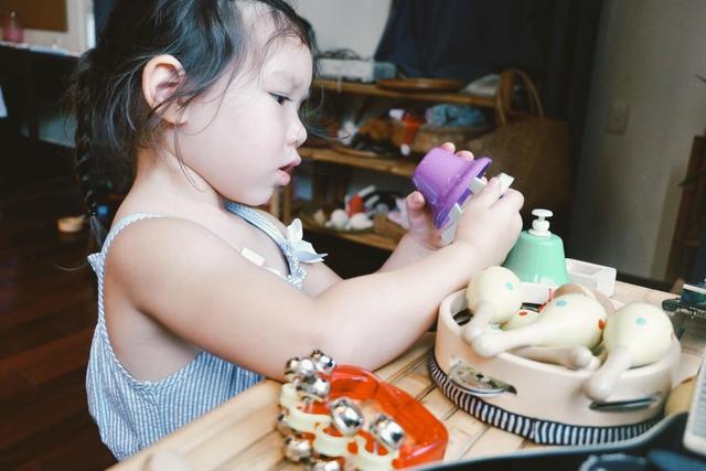 Sau 1 năm cho con đi học sớm, vợ chồng siêu mẫu Hà Anh hạnh phúc vì bé Myla bộc lộ nhiều tài năng, kiếm được tiền khi mới 3 tuổi nhờ page thời trang riêng - Ảnh 17.