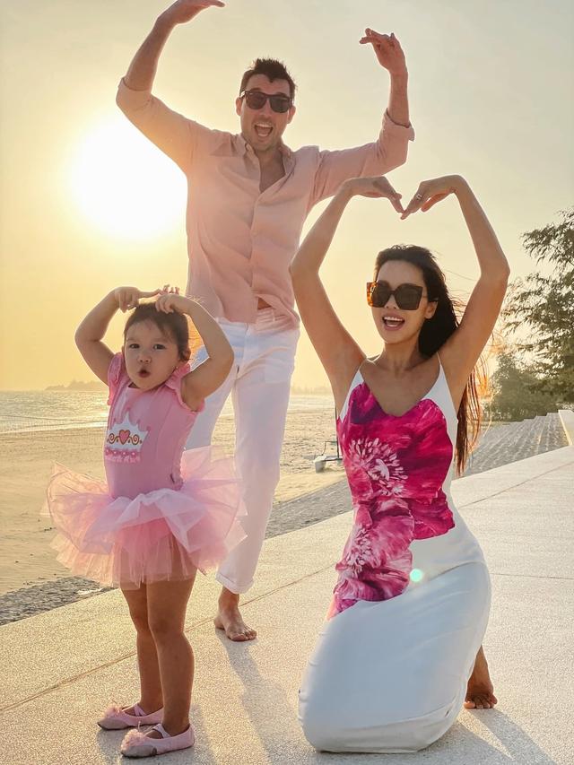 Sau 1 năm cho con đi học sớm, vợ chồng siêu mẫu Hà Anh hạnh phúc vì bé Myla bộc lộ nhiều tài năng, kiếm được tiền khi mới 3 tuổi nhờ page thời trang riêng - Ảnh 19.