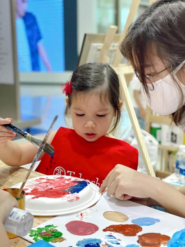Sau 1 năm cho con đi học sớm, vợ chồng siêu mẫu Hà Anh hạnh phúc vì bé Myla bộc lộ nhiều tài năng, kiếm được tiền khi mới 3 tuổi nhờ page thời trang riêng - Ảnh 7.