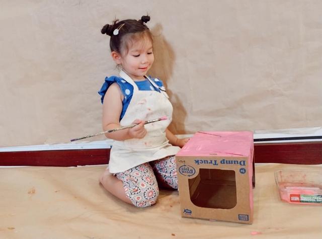 Sau 1 năm cho con đi học sớm, vợ chồng siêu mẫu Hà Anh hạnh phúc vì bé Myla bộc lộ nhiều tài năng, kiếm được tiền khi mới 3 tuổi nhờ page thời trang riêng - Ảnh 8.