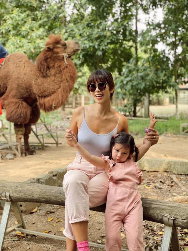 Sau 1 năm cho con đi học sớm, vợ chồng siêu mẫu Hà Anh hạnh phúc vì bé Myla bộc lộ nhiều tài năng, kiếm được tiền khi mới 3 tuổi nhờ page thời trang riêng - Ảnh 9.