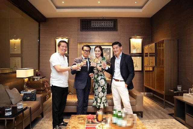 Em gái Lý Hải giàu có mức nào mà chịu chi 140 tỷ VNĐ để mời NTK Thái Công tân trang nhà: Được chồng đại gia chiều không tiếc thứ gì, biệt thự lộng lẫy như cung điện - Ảnh 1.