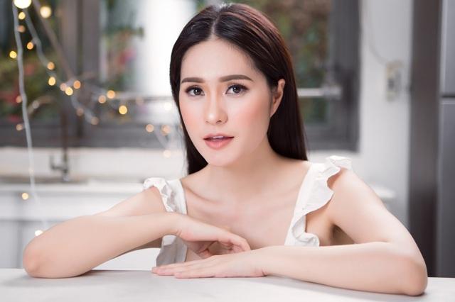 Em gái Lý Hải giàu có mức nào mà chịu chi 140 tỷ VNĐ để mời NTK Thái Công tân trang nhà: Được chồng đại gia chiều không tiếc thứ gì, biệt thự lộng lẫy như cung điện - Ảnh 2.