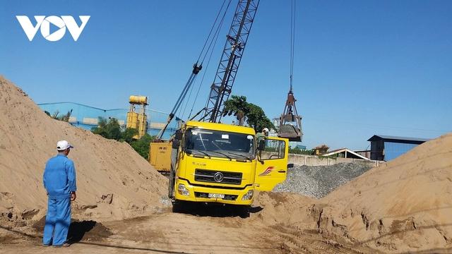 Giá cát xây dựng tăng cao, người tiêu dùng ĐBSCL chịu thiệt - Ảnh 1.