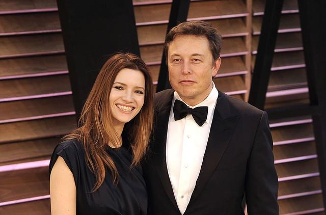 Những người khổng lồ trong gia đình Elon Musk: Cha sở hữu IQ ngang thiên tài, mẹ là siêu mẫu nổi tiếng, anh chị em đều là triệu phú đô la - Ảnh 9.