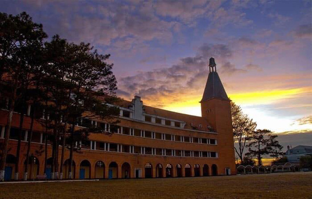 5 ngôi trường cổ kính tại Việt Nam, bước vào cứ ngỡ như đang sống trong lâu đài giữa trời Âu: Không con nhà giàu thì cũng toàn nhân tài ưu tú mới có suất học - Ảnh 10.