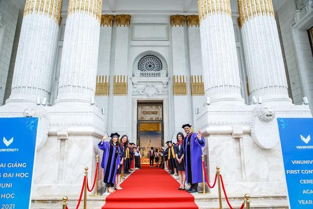 5 ngôi trường cổ kính tại Việt Nam, bước vào cứ ngỡ như đang sống trong lâu đài giữa trời Âu: Không con nhà giàu thì cũng toàn nhân tài ưu tú mới có suất học - Ảnh 3.