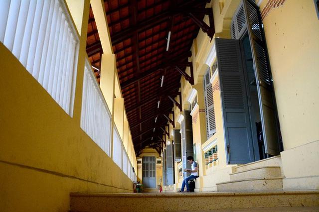 5 ngôi trường cổ kính tại Việt Nam, bước vào cứ ngỡ như đang sống trong lâu đài giữa trời Âu: Không con nhà giàu thì cũng toàn nhân tài ưu tú mới có suất học - Ảnh 18.