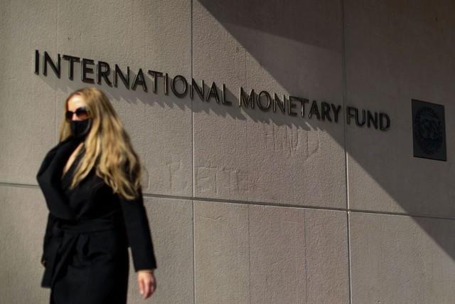 IMF cảnh báo không nên thắt chặt chính sách tiền tệ sớm - Ảnh 1.