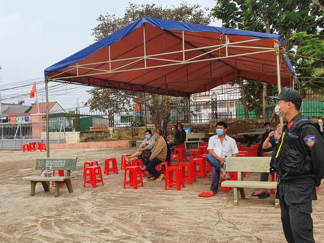 Xử đại gia xăng giả Trịnh Sướng: Xe biển số Cần Thơ, Sóc Trăng, TPHCM đậu kín đường  - Ảnh 2.