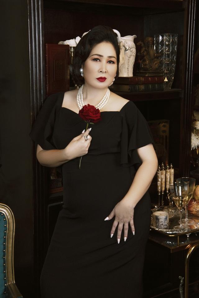 """NSND Hồng Vân: Nữ tướng làng kịch và cuộc hôn nhân bền bỉ với """"tình đầu"""", gương mặt tin dùng của các chương trình hôn nhân gia đình - Ảnh 5."""