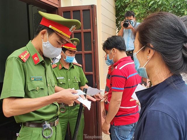 Xử đại gia xăng giả Trịnh Sướng: Xe biển số Cần Thơ, Sóc Trăng, TPHCM đậu kín đường  - Ảnh 3.