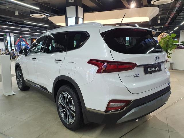 Hyundai Santa Fe giảm giá cao nhất 120 triệu đồng, tăng sức ép lên Kia Sorento - Ảnh 4.