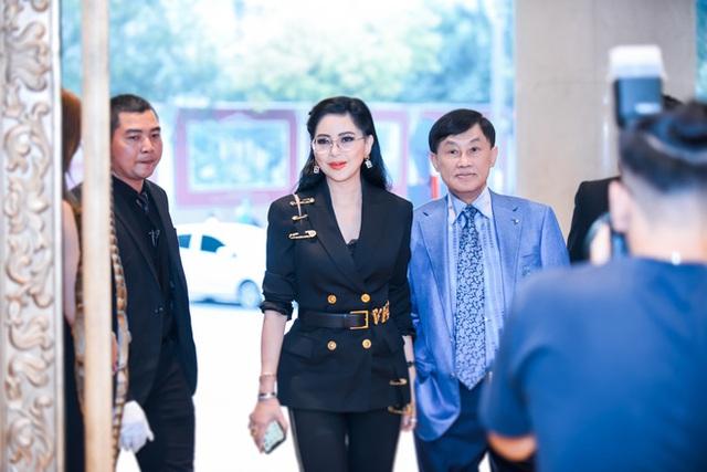 Tỷ phú Johnathan Hạnh Nguyễn từng yêu điên cuồng: Đi mọi chuyến bay mà vợ làm tiếp viên, vé có thể lấp đầy cả một căn phòng lớn - Ảnh 9.
