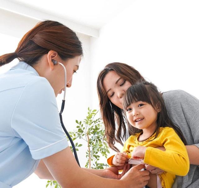 Trẻ dậy thì sớm có thể sẽ bị lùn về sau này: Nguyên nhân, dấu hiệu, ảnh hưởng, cách điều trị và phòng ngừa dậy thì sớm ở trẻ - Ảnh 9.