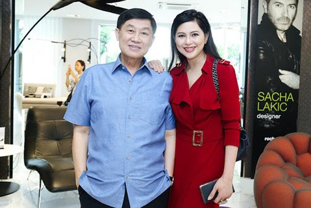 Tỷ phú Johnathan Hạnh Nguyễn từng yêu điên cuồng: Đi mọi chuyến bay mà vợ làm tiếp viên, vé có thể lấp đầy cả một căn phòng lớn - Ảnh 10.