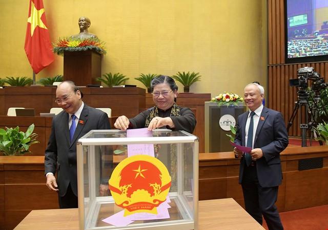 Đương kim Thủ tướng được bầu làm Chủ tịch nước và những điểm đặc biệt trong kỳ họp cuối cùng của Quốc hội khóa XIV - Ảnh 7.