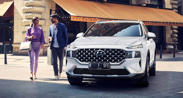 Hyundai Santa Fe 2021 cập bến Indonesia, chờ ngày về Việt Nam - Ảnh 1.