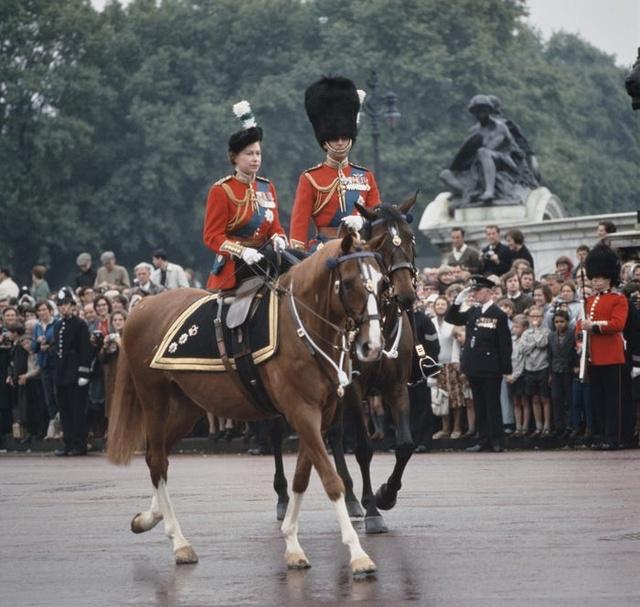 Hành trình tình yêu hơn 70 năm của người đàn ông là sức mạnh và sự chống đỡ của Nữ hoàng Anh: Công việc đầu tiên, thứ hai và cuối cùng của tôi là không bao giờ làm cho Nữ hoàng thất vọng - Ảnh 8.
