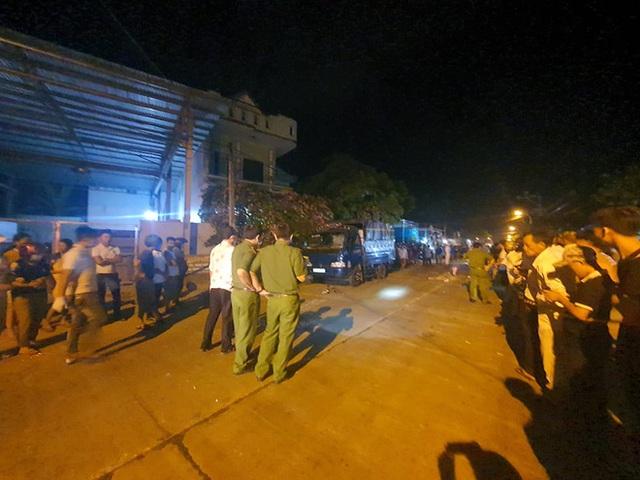 Nóng: Ô tô tông hàng loạt xe máy, 2 người chết, 6 người bị thương - Ảnh 3.