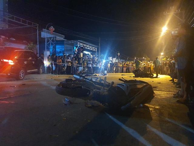 Nóng: Ô tô tông hàng loạt xe máy, 2 người chết, 6 người bị thương - Ảnh 5.