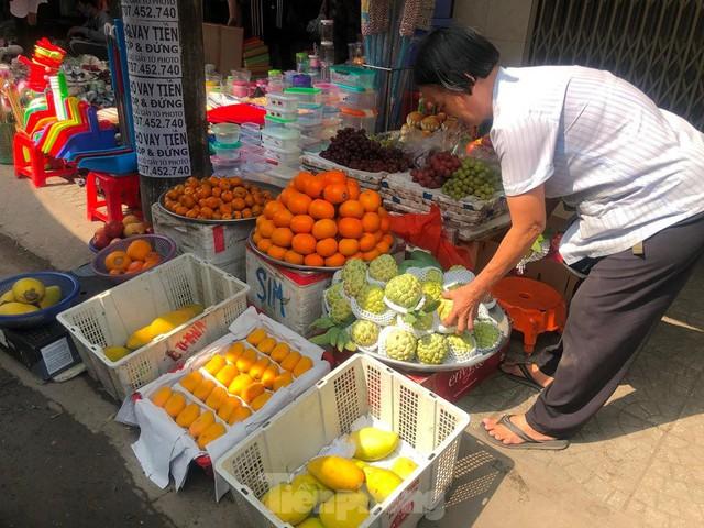 Rau củ, trái cây TPHCM đại hạ giá dịp nghỉ lễ - Ảnh 4.