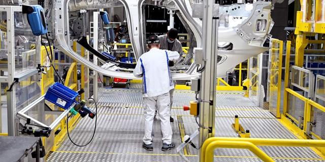 Thiếu chip toàn cầu ảnh hưởng lớn đến ngành sản xuất ô tô, điện tử, Việt Nam có nên tự sản xuất chip? - Ảnh 1.