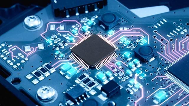 Thiếu chip toàn cầu ảnh hưởng lớn đến ngành sản xuất ô tô, điện tử, Việt Nam có nên tự sản xuất chip? - Ảnh 2.